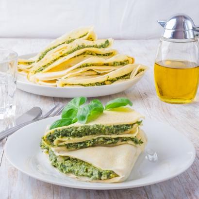 Zitronencrêpe mit Spinat und Käse