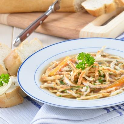 Schwäbische Suppe mit Pfannkucheneinlage (Flädle)
