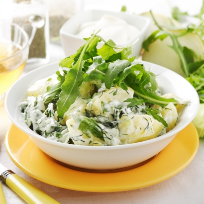 Kartoffelsalat mit Kräutern und Rucola