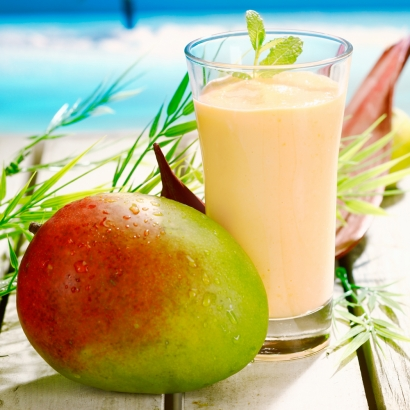 Ein erfrischender Drink mit Mango und Zitronengras