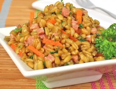 Grünkernsalat mit Speck und Karotten und einem Dressing aus Super-Salat-Öl