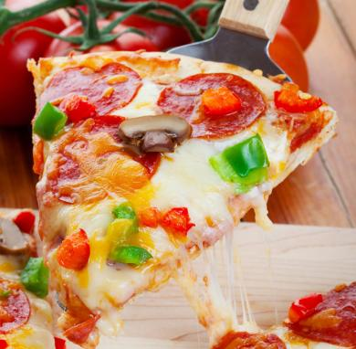 low carb pizza mit blumenkohlboden. Black Bedroom Furniture Sets. Home Design Ideas