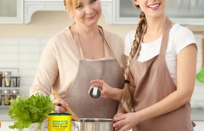 Klare Suppe zuhause in der Küchea